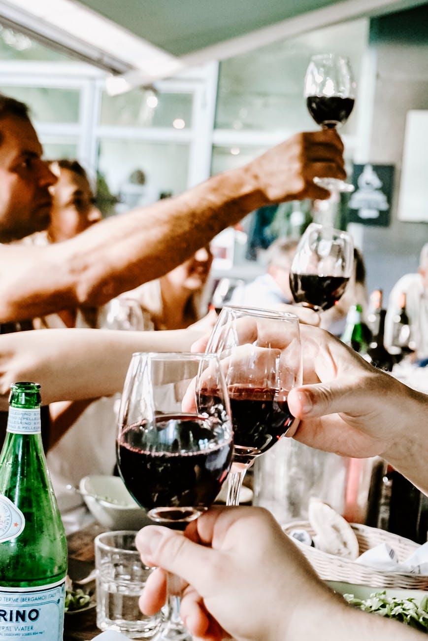 Drik alkoholfri vin til festen